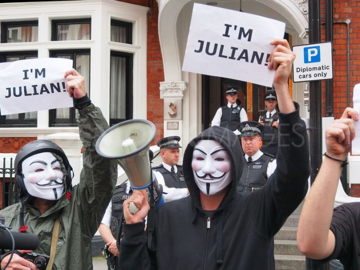 1345164003-julian-assange-supporters-jubilant-as-ecuador-grants-asylum_1391461